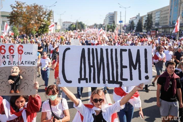 """Лукашенко поздравили """"с днищем"""""""