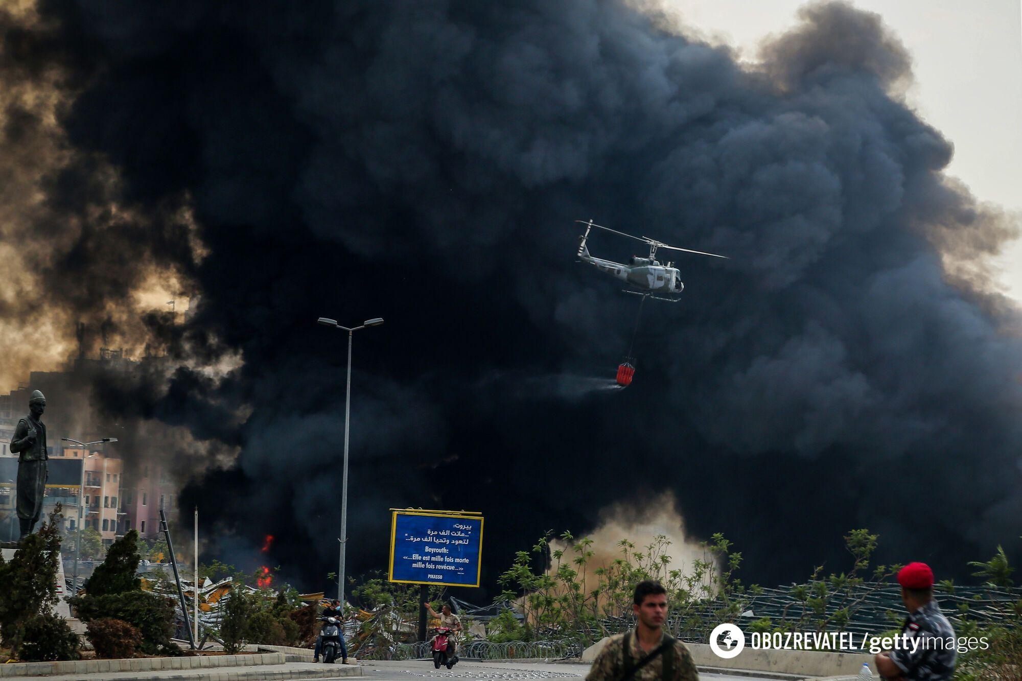 Для гасіння пожежі в порту Бейрута задіяли величезний ресурс.