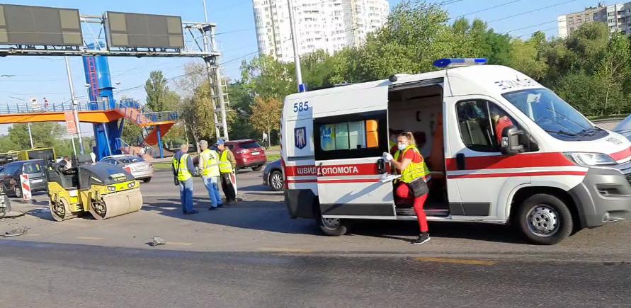 На місце ДТП прибули медики і поліція.