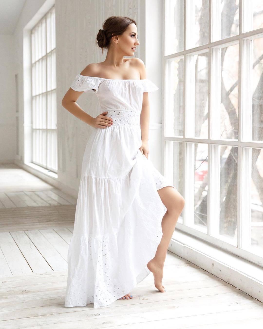 Элеонора Хабибулина в белом платье