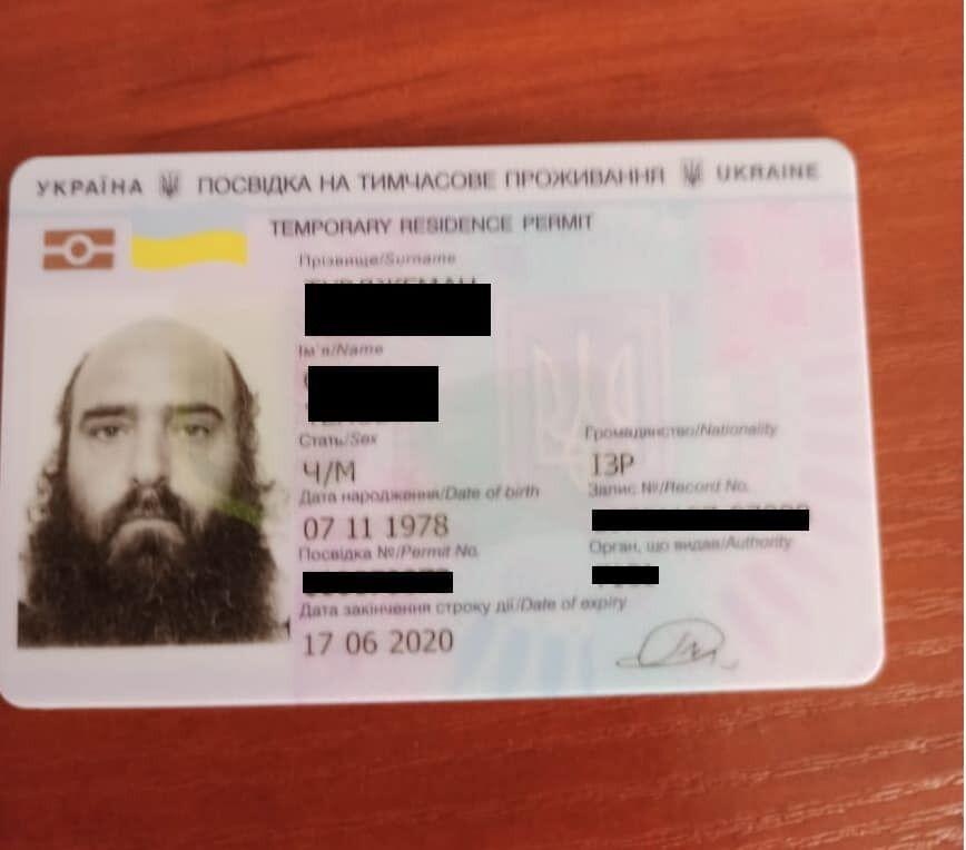 Двух хасидов депортируют из Украины из-за погромов в Умани.