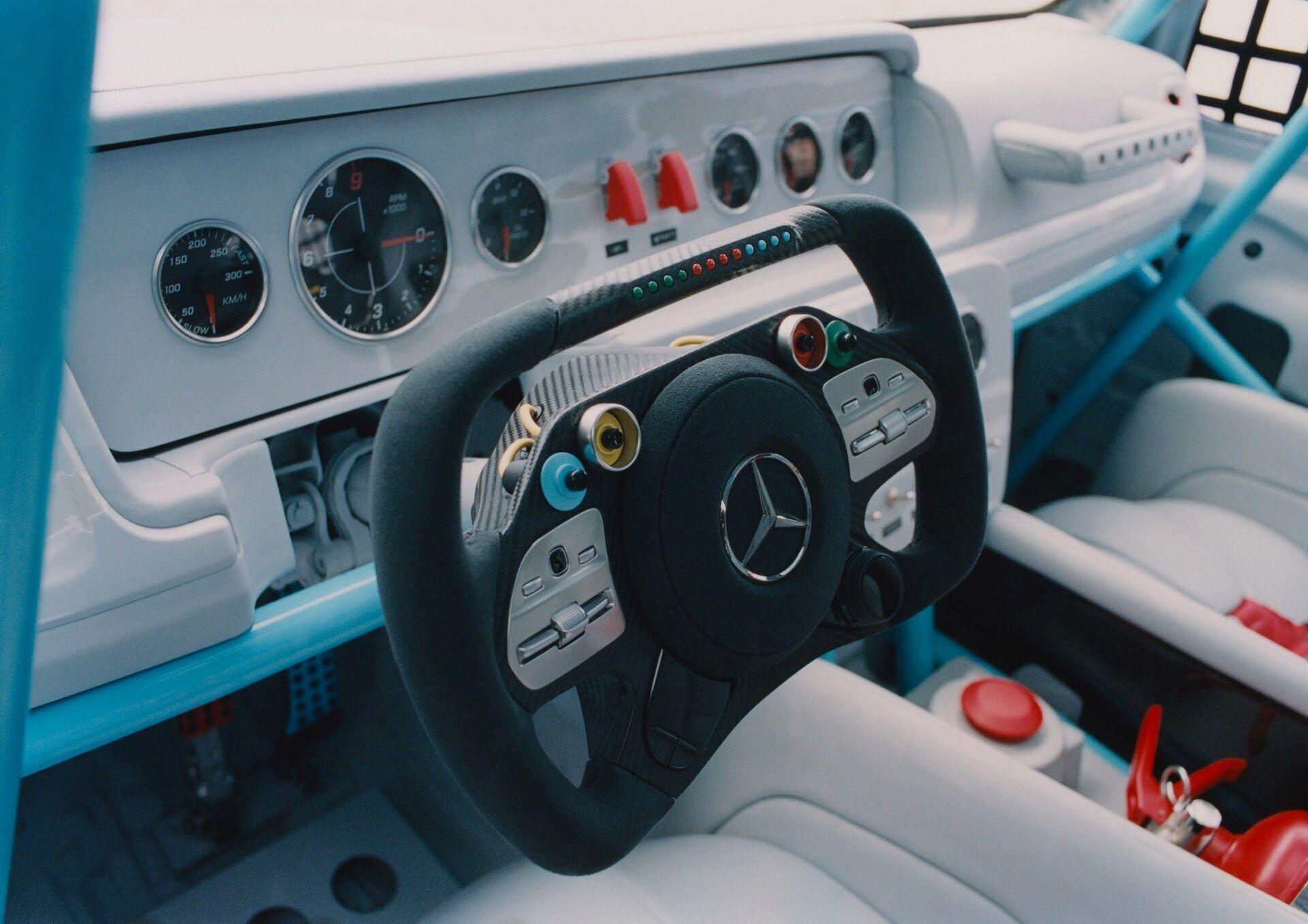 Салон Mercedes G-class повністю змінили.
