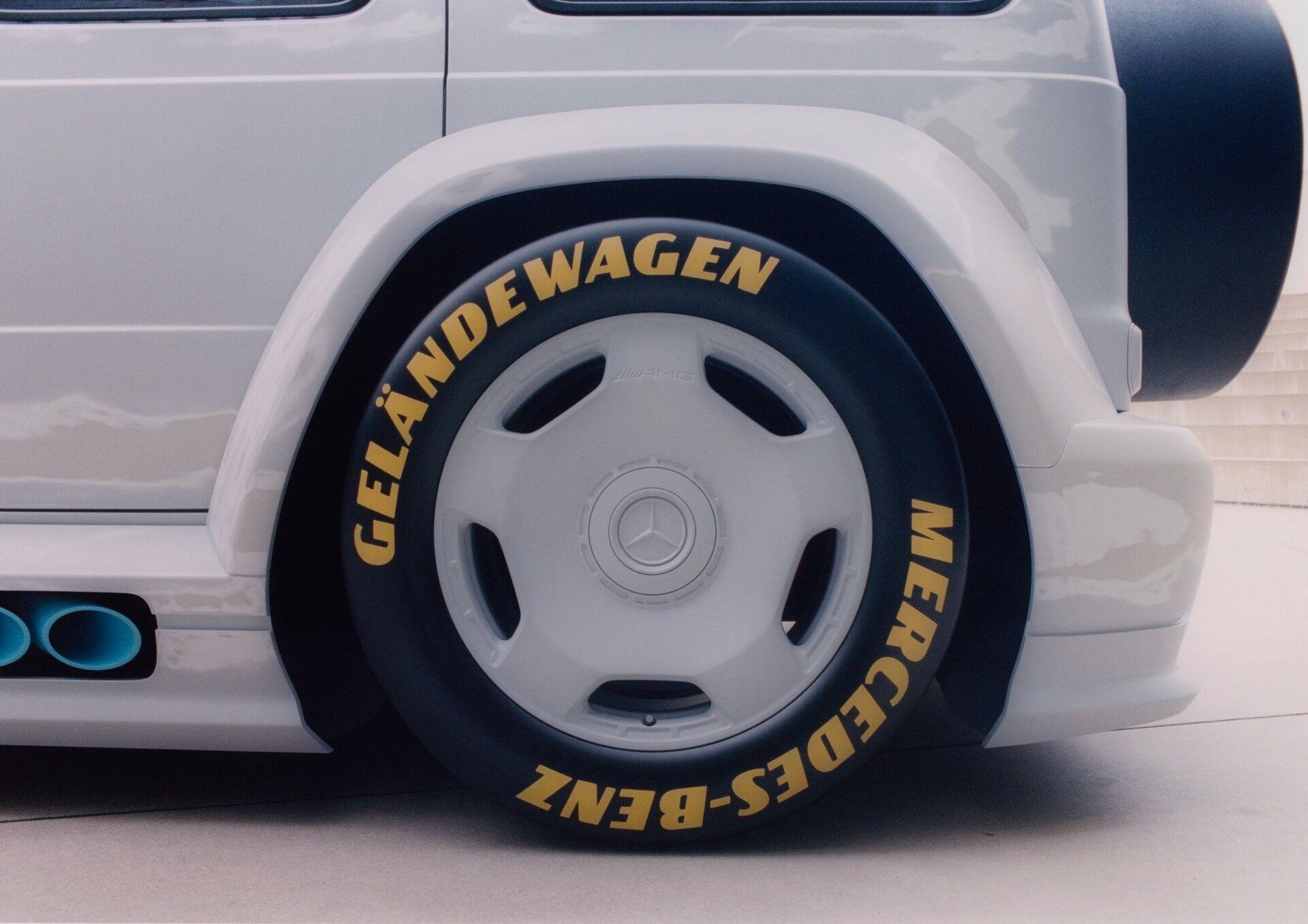 Позашляховик Mercedes отримав гоночні колеса.