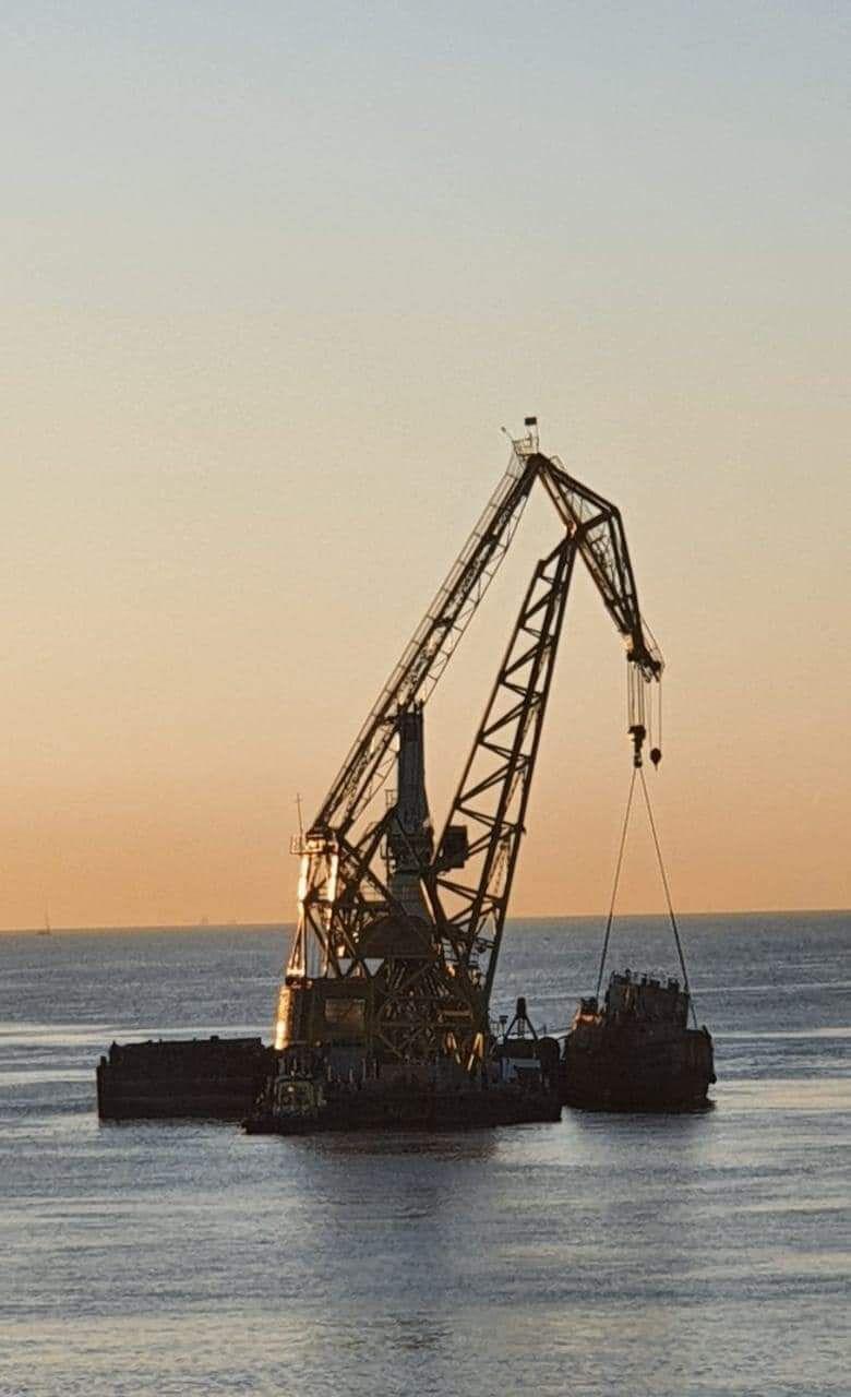 Затонувший танкер отбуксировали.