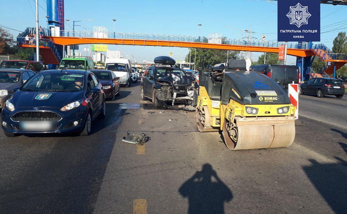Через ДТП на проспекті Степана Бандери було ускладнено рух.