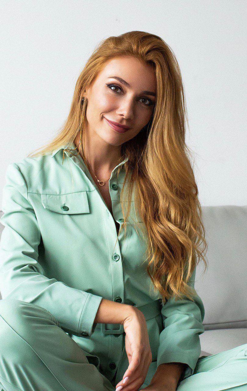 """Юлія Антоненко зіграла одну з ролей у фільмі """"Мiй Дiдусь – Дiд Мороз""""."""