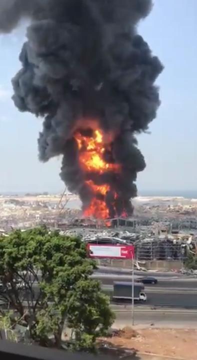У порту Бейрута загорівся склад із нафтопродуктами й шинами.