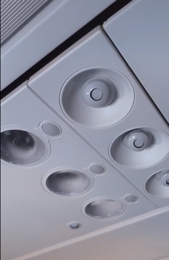 Авиапассажирам посоветовали протирать регуляторы подачи воздуха.