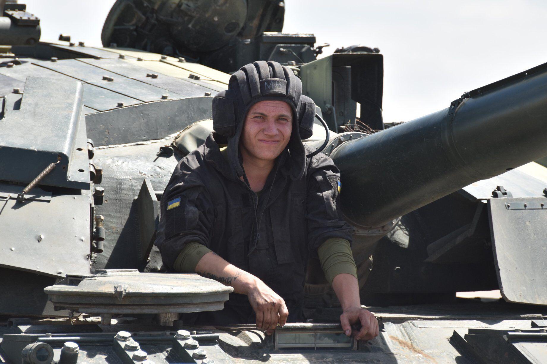 Воин ВСУ на тренировках танкистов и ДШВ.