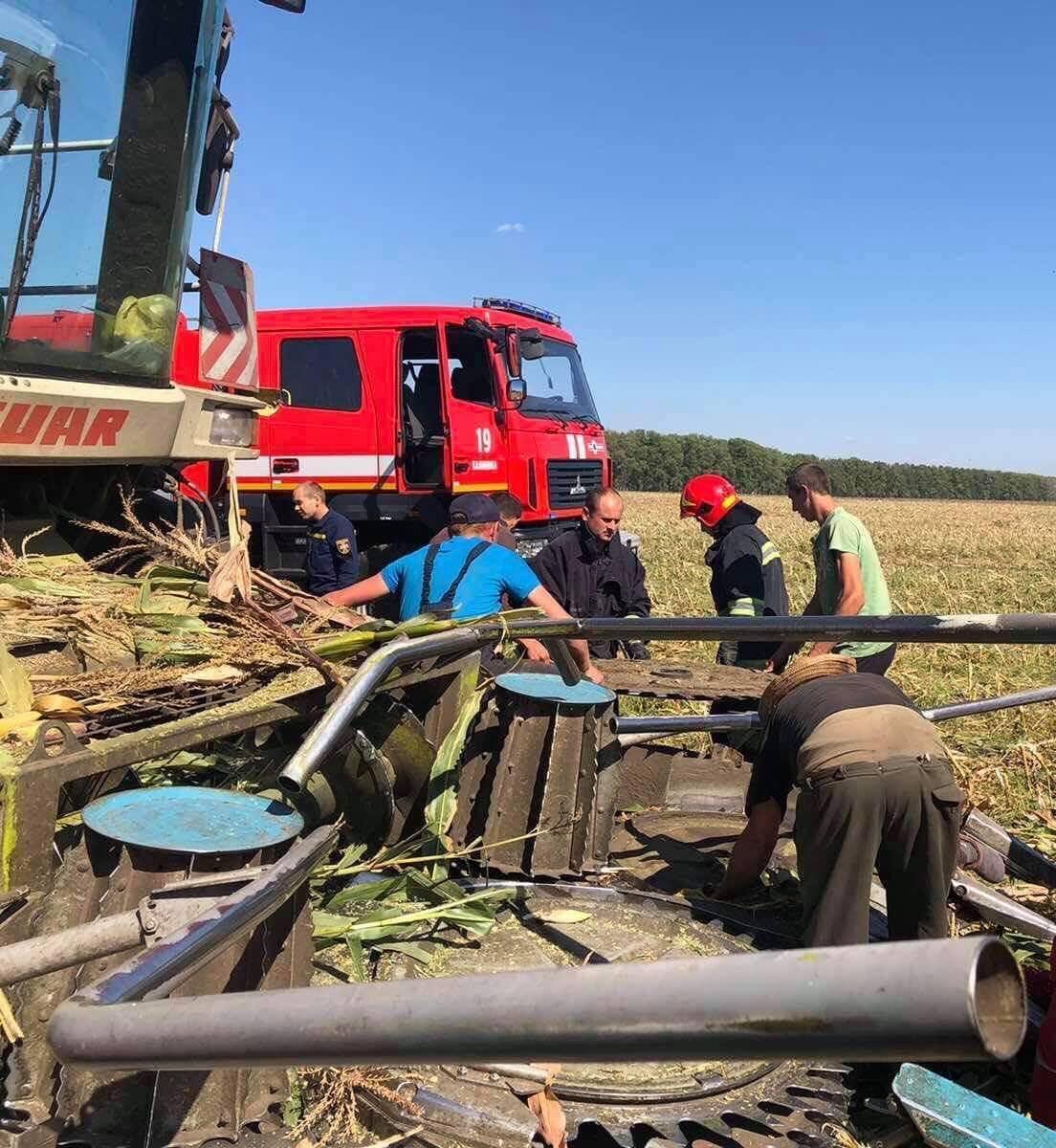 У Калинівському районі на Вінниччині рятувальники дістали з-під комбайну пенсіонерку.
