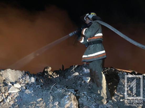 Рятувальники ліквідують пожежу в Кривому Розі
