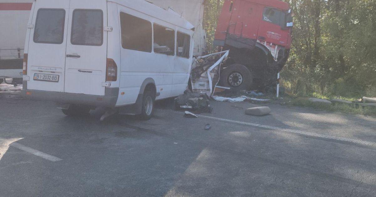 В результате аварии погибли 5 человек.