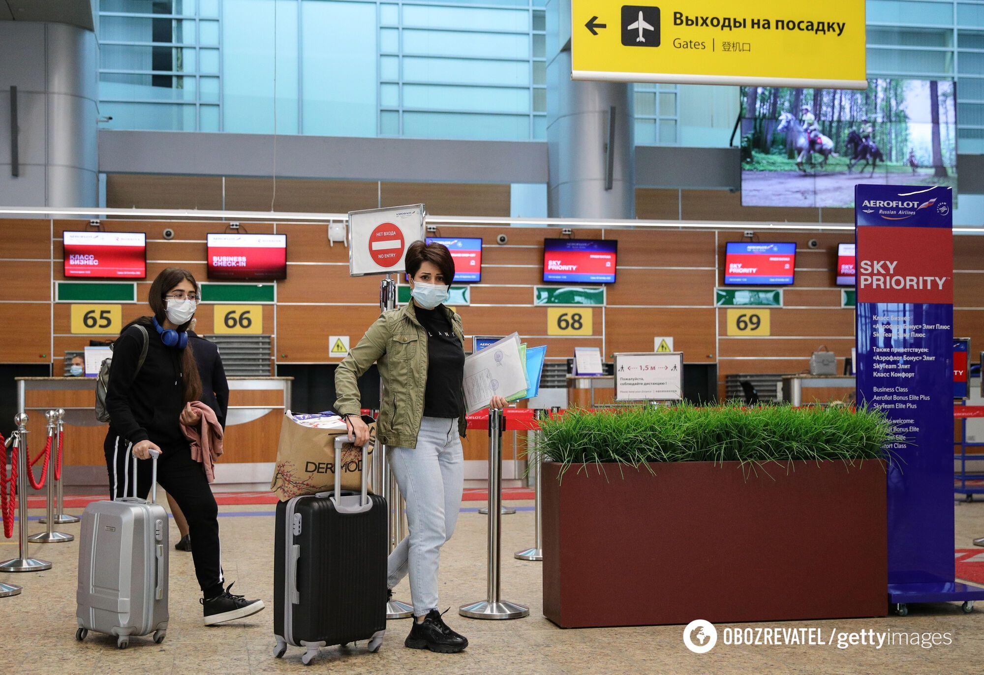"""Українці в аеропорту повинні встановити додаток """"Дій вдома""""."""