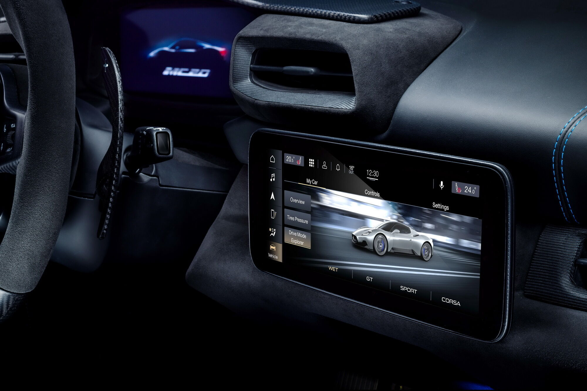 Мультимедийная система имеет 10-дюймовый дисплей. Фото: