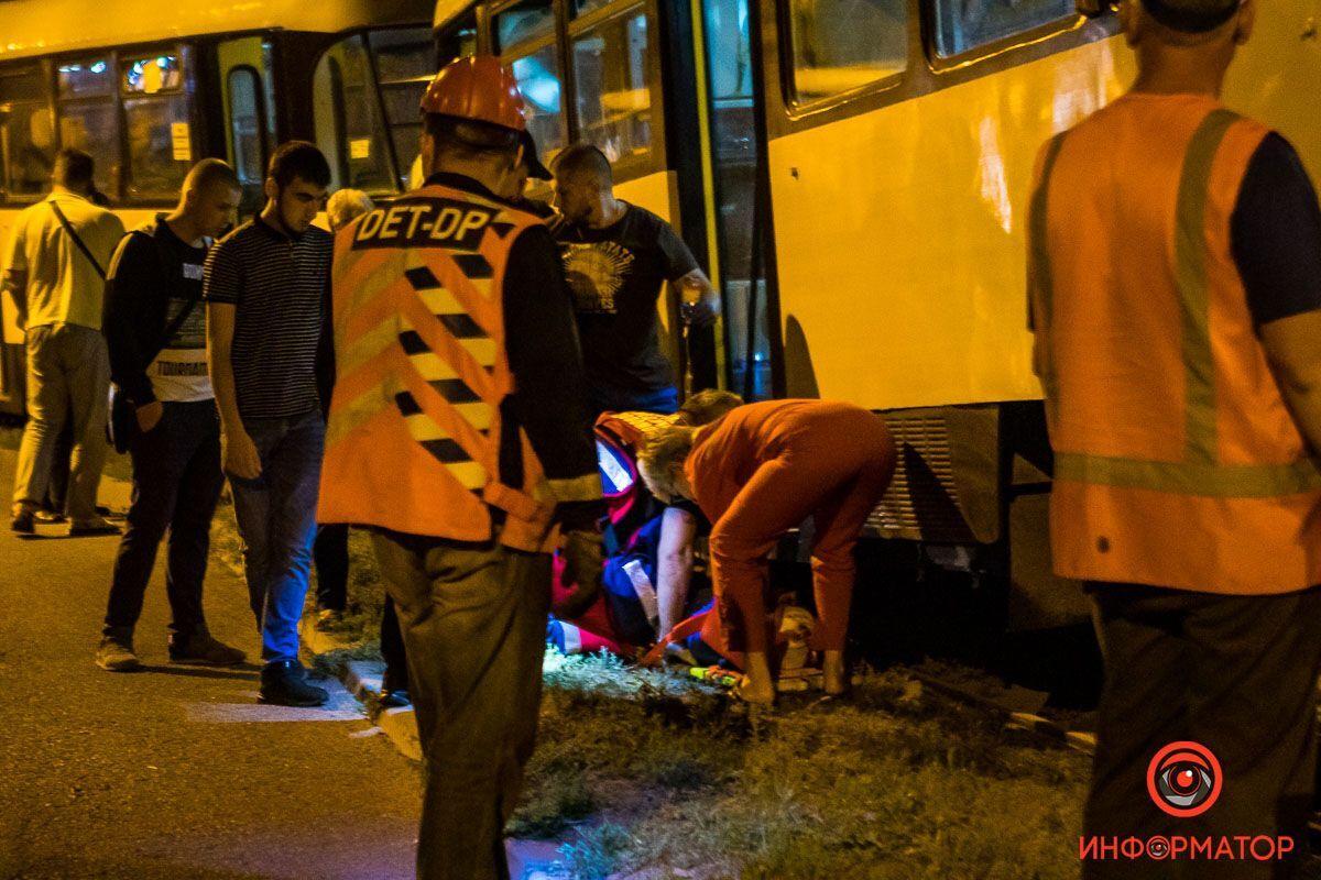 В Днепре трамвай №15 наехал на мужчину