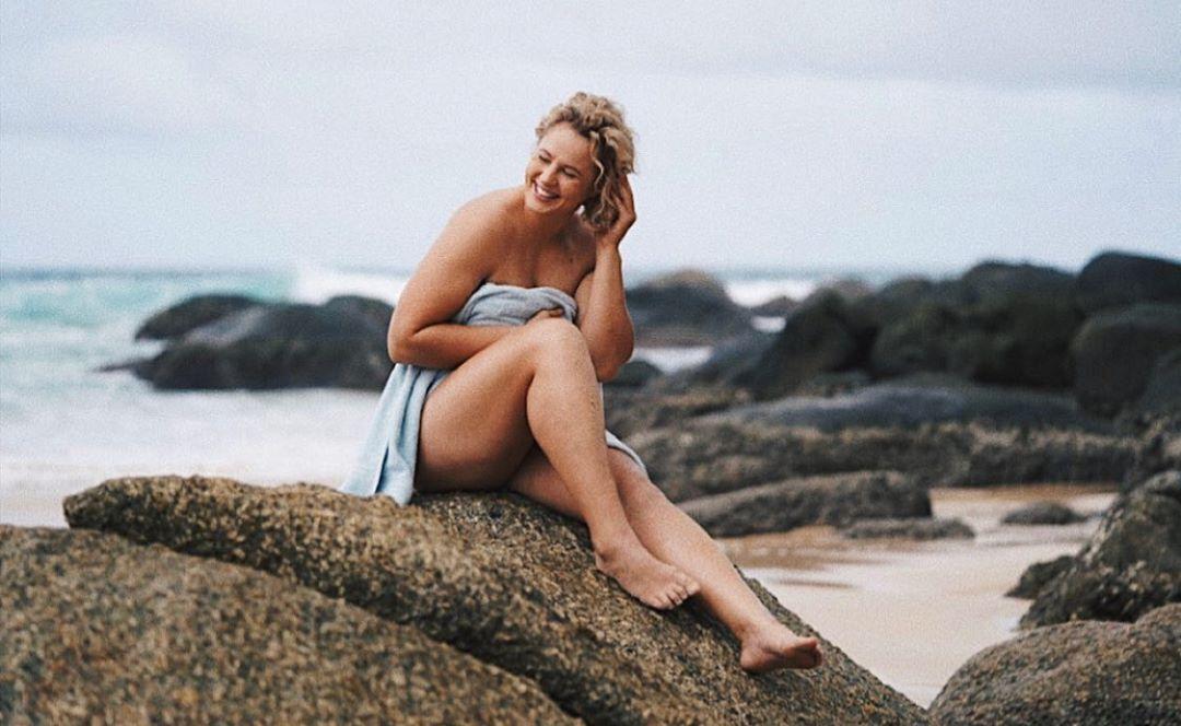 Олена Колесник на пляжі