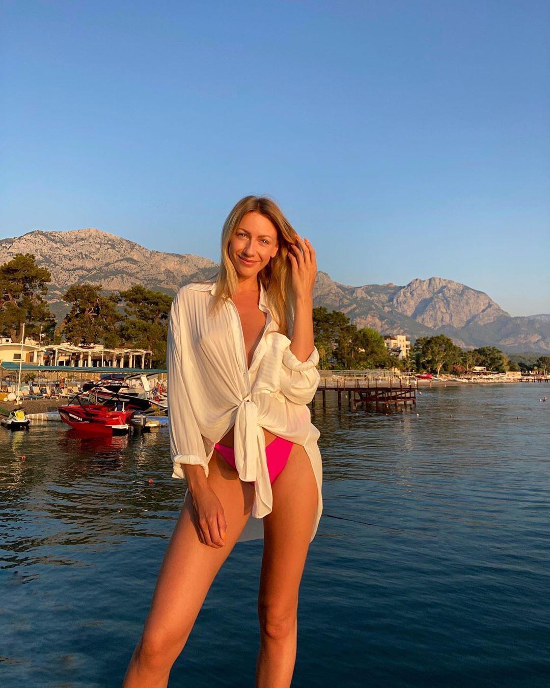 Никитюк порадовала фанатов пикантным фото без лифчика (Instagram Леси Никитюк)