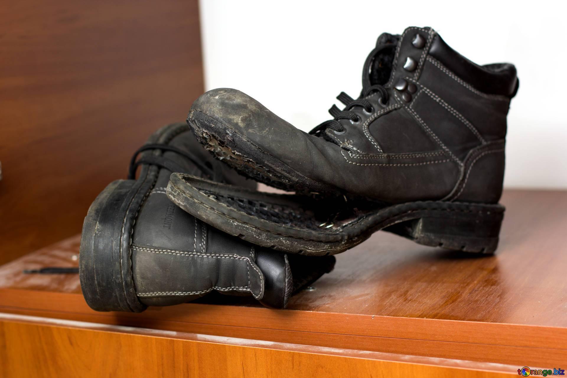 Привычка по много раз ремонтировать обувь.