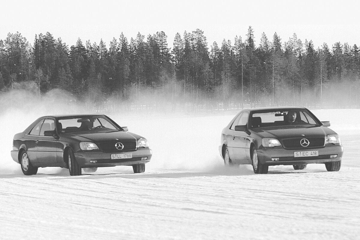 Испытания системы ESP на автомобилях Mercedes-Benz. Фото: