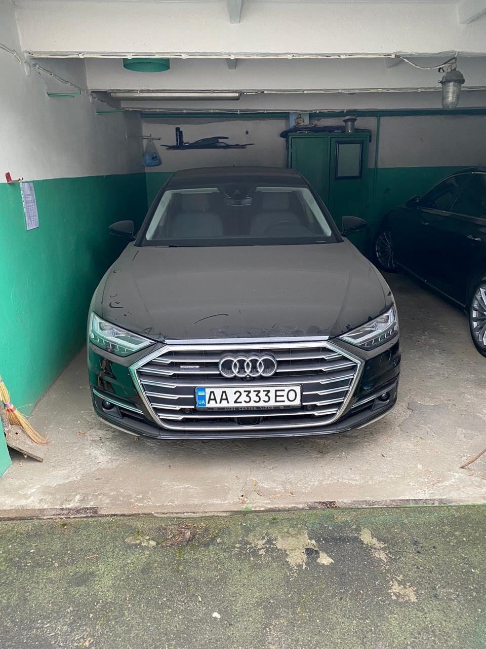 "Audi А8 Long у гаражі ""Укрзалізниці""."