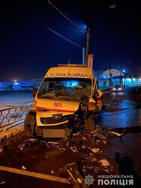 Унаслідок ДТП у Харкові постраждала медична бригада.
