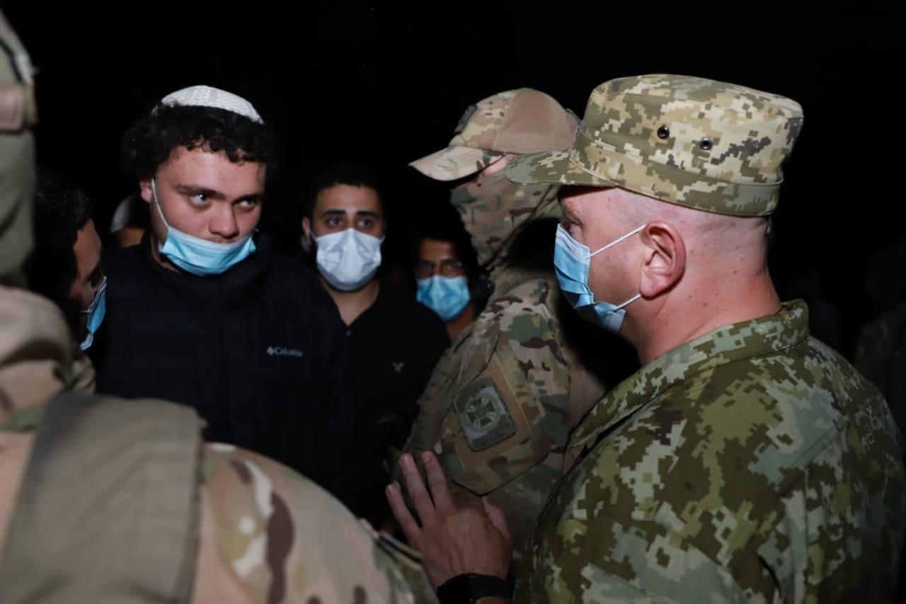 На украинско-белорусской границе собрались сотни хасидов.