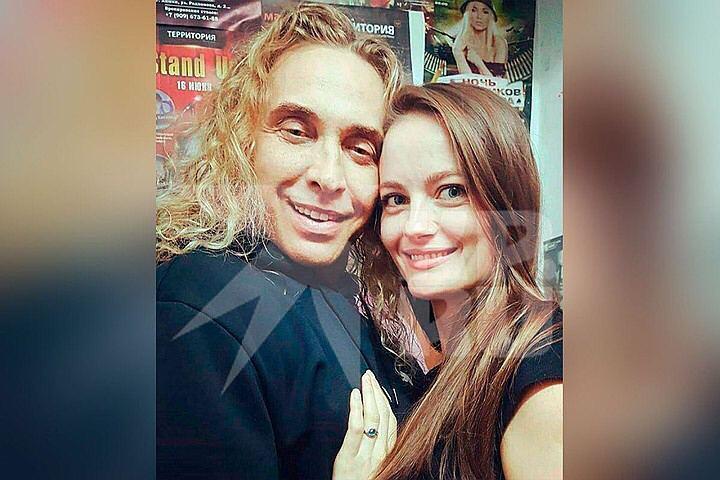 Тарзан с беременной любовницей.
