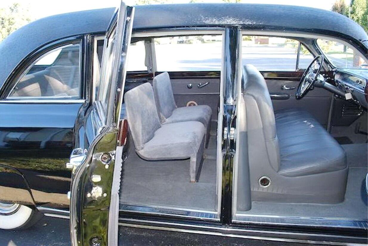 Семимісний салон Lincoln Cosmopolitan Limousine. фото: