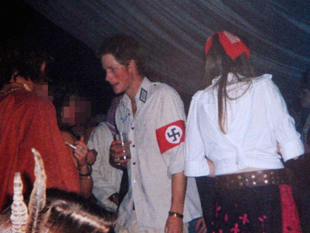 Принц Гаррі виділився на маскараді.