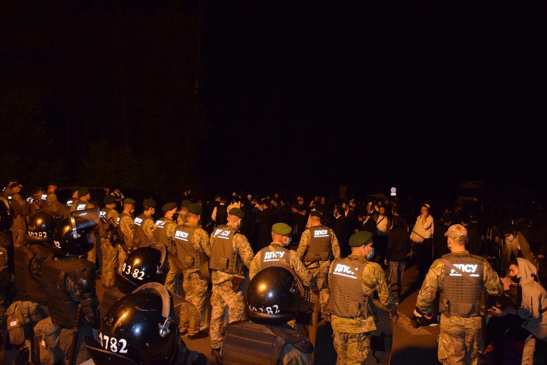 На границу с Беларусью Украина стянула силовиков.