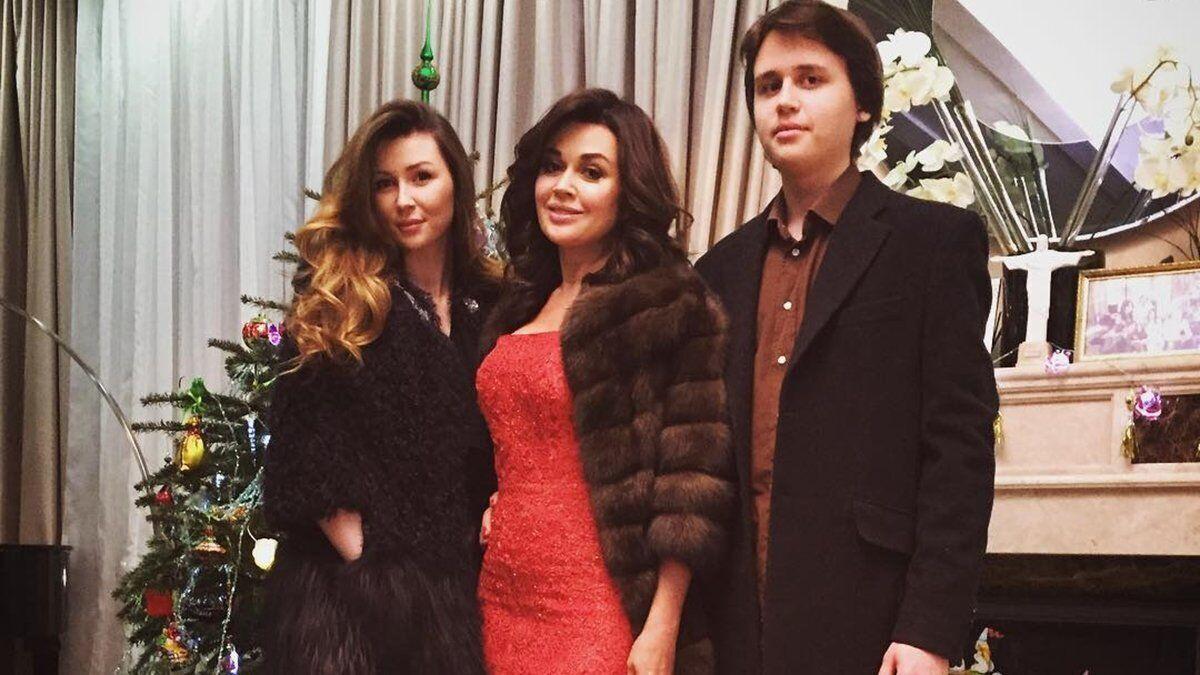 Заворотнюк с дочерью Анной и сыном Майклом.