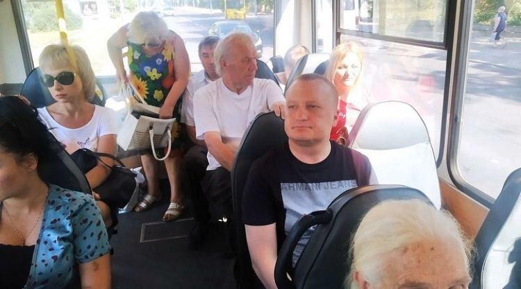 """ЗМІ терористів поширили фото """"мера"""" Макіївки в громадському транспорті."""
