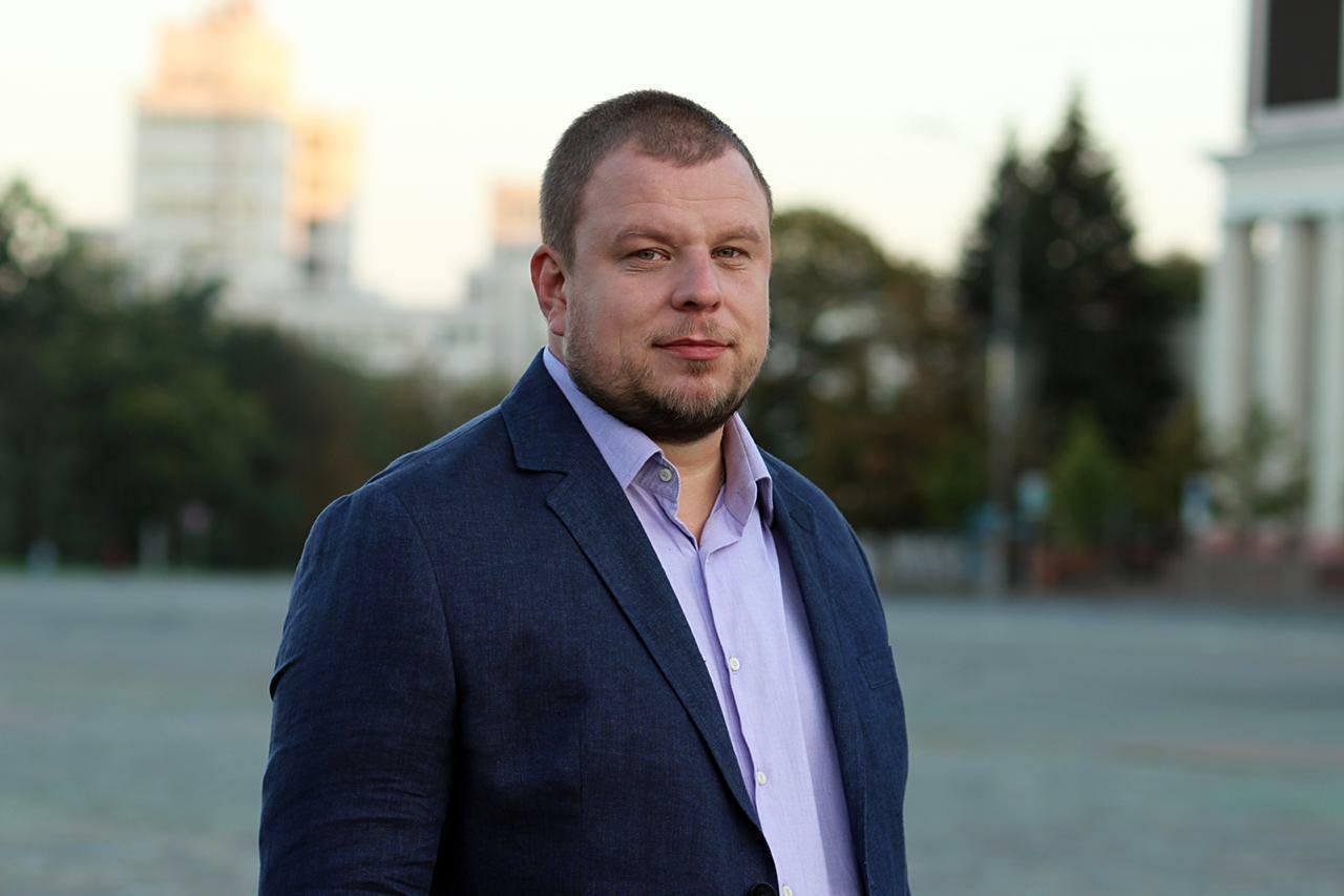 """Олег Абрамичев занимается волонтерской деятельностью, известен под позывным """"Пиротехник"""""""