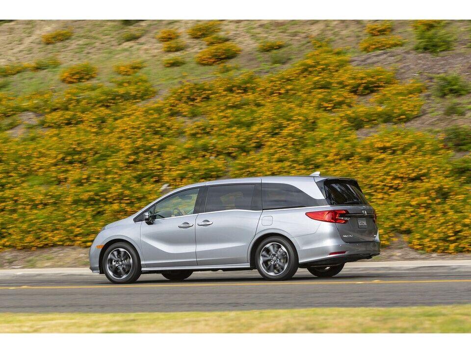 Honda Odyssey - автомобиль, который оснащен встроенным пылесосом.