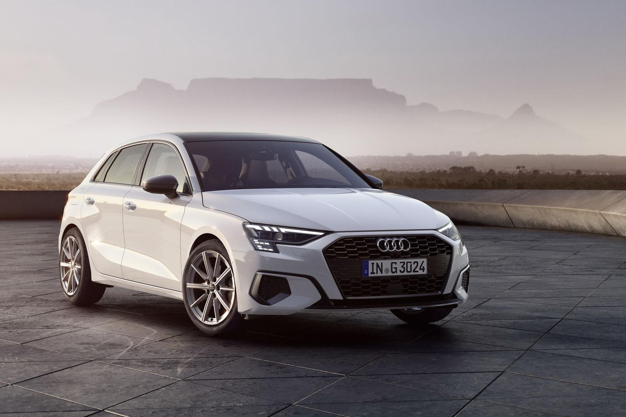 Зовні Audi A3 Sportback 30 g-tron нічим не відрізняється від своїх бензинових побратимів. Фото: