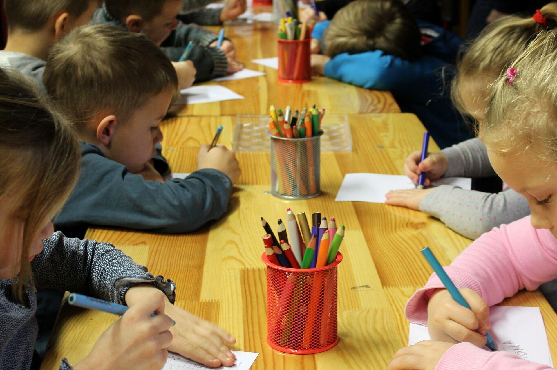 У День вихователя прийнято вітати всіх працівників дошкільної освіти