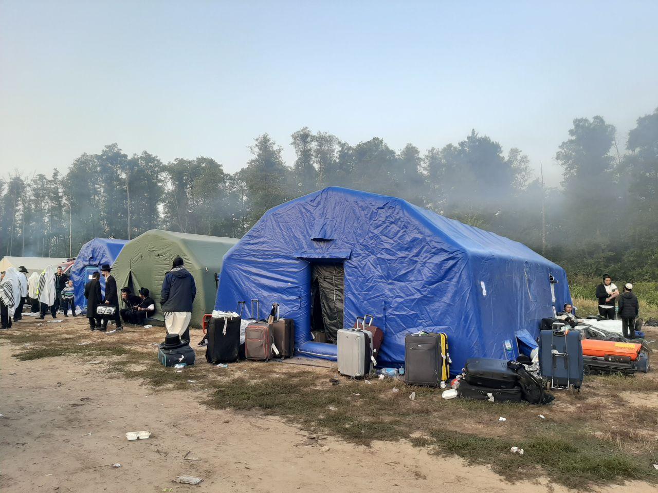 Для иностранцев установлены палатки.