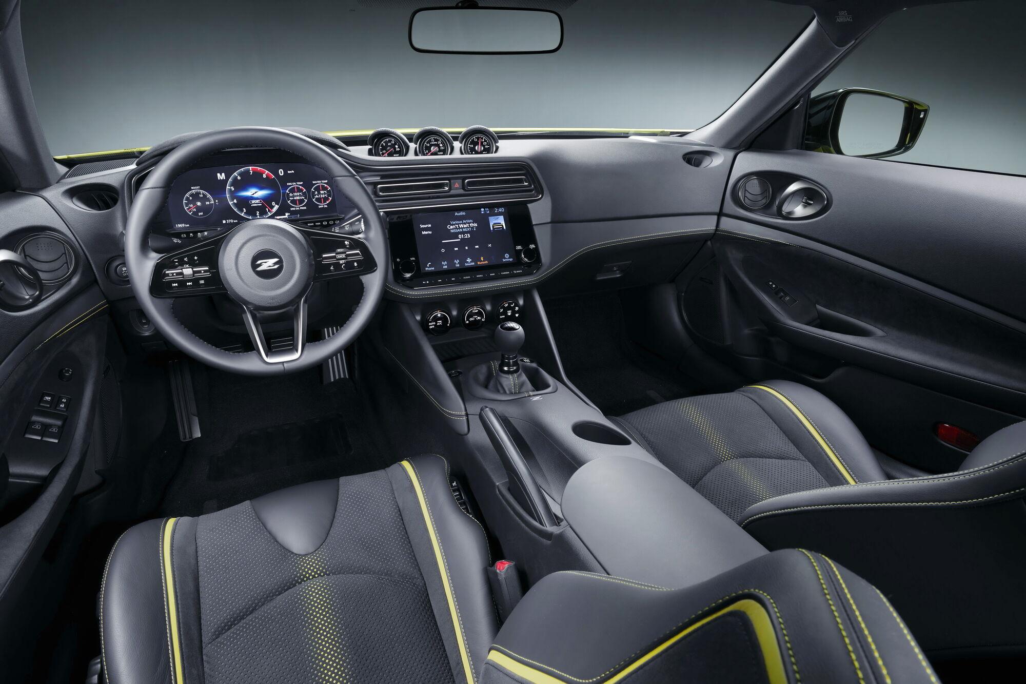 """Интерьер Nissan Z Proto выполнен в стиле """"хай-тек"""". Фото:"""