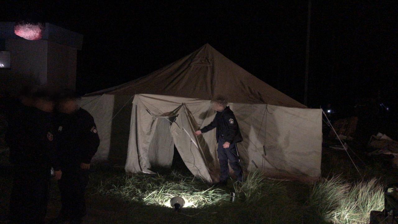 Для украинских правоохранителей установлены палатки.