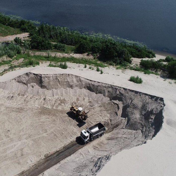 Участок в Голосеевском районе используется для незаконного намыва и хранения песка