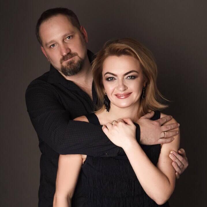 Олег Басилайшвили с супругой Ириной познакомились на работе.