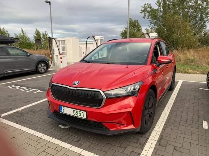 Škoda Enyaq - так выглядит одна из дешевых версий электрического кроссовера.