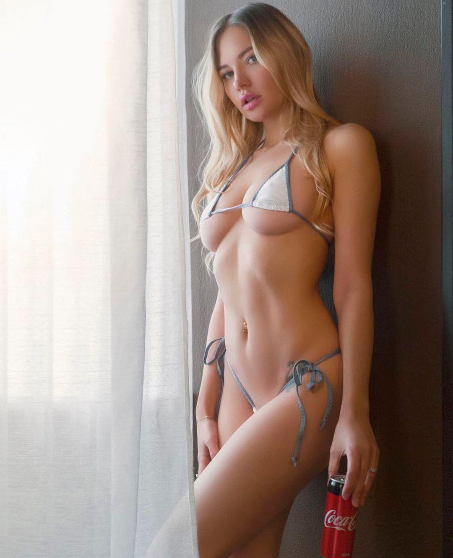 Юлия Диметра в крошечном бикини