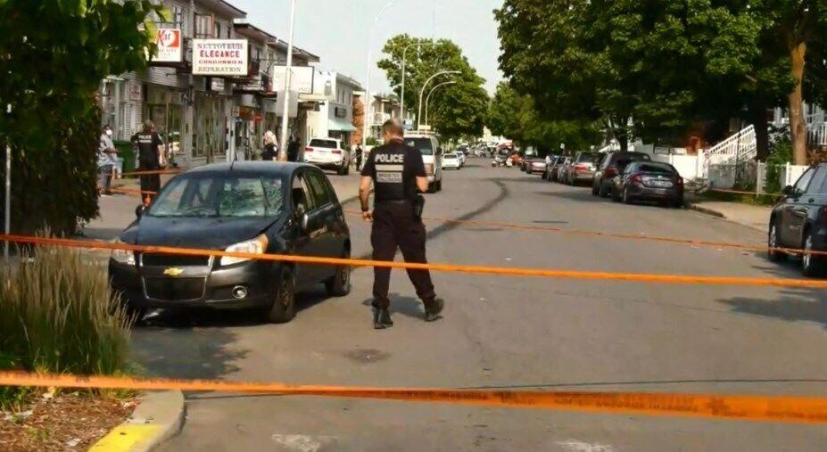 Полиция оцепила место наезда на пешеходов в Монреале.
