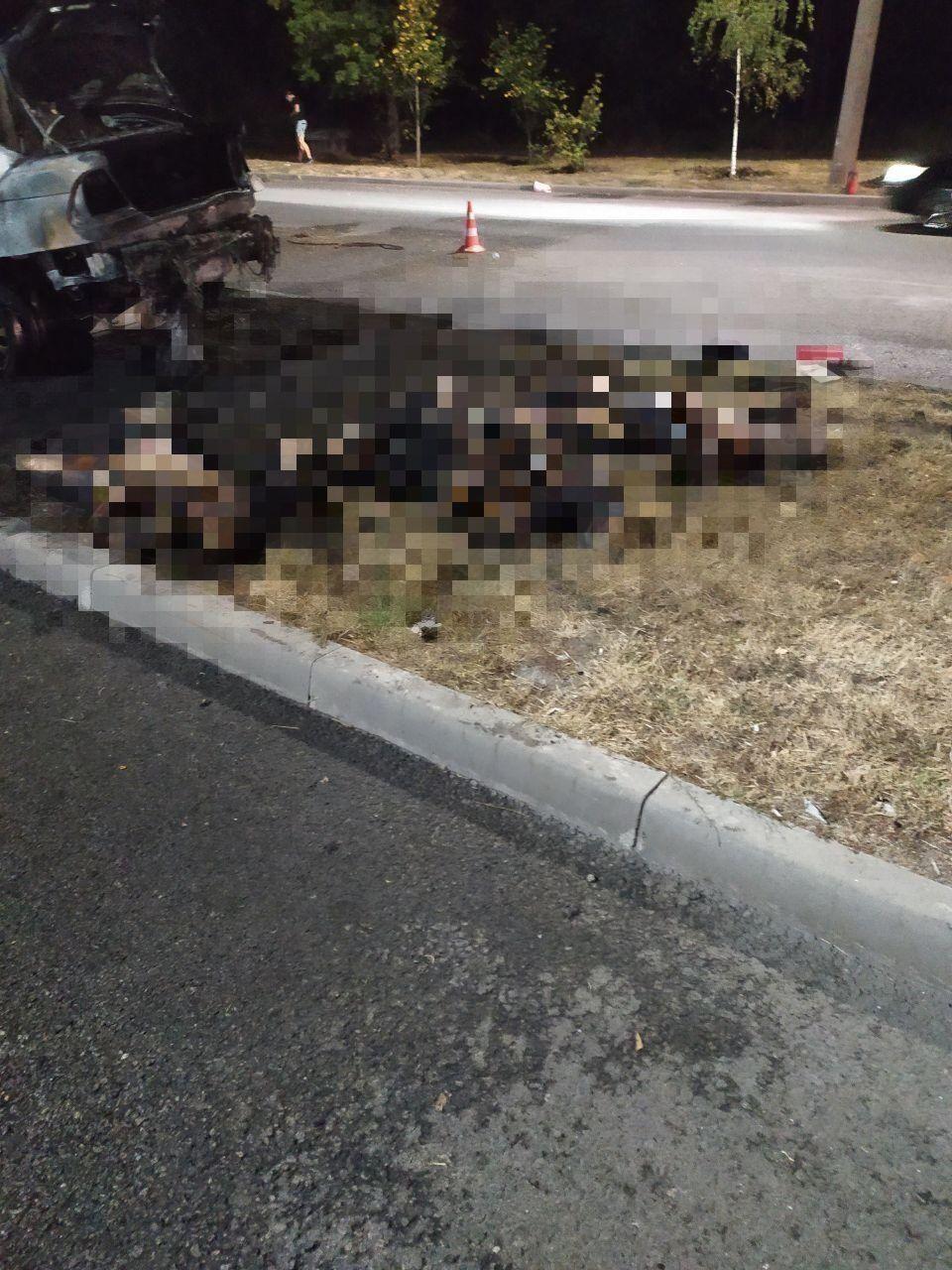 Три человека сгорели при ДТП в Запорожье.