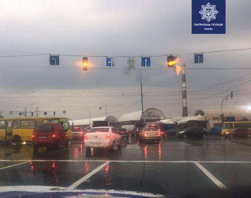 Осложнение дорожного движения на перекрестке улицы Братиславской и проспекта Шухевича.