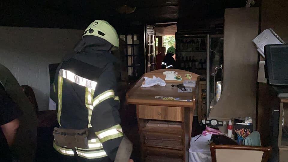 """Фото після вибуху всередині ресторану """"Канапа""""."""
