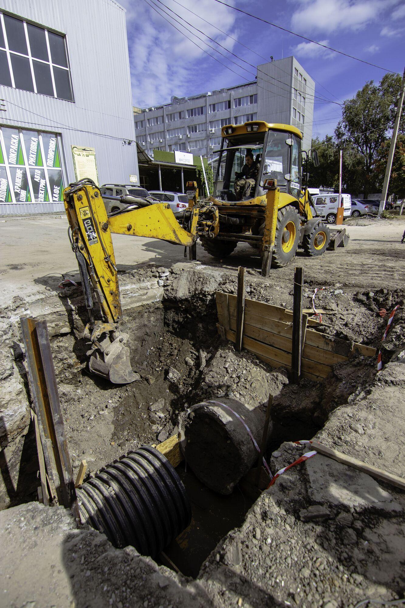 В рамках ремонта на Селянском спуске вкладывают новую ливневую канализацию