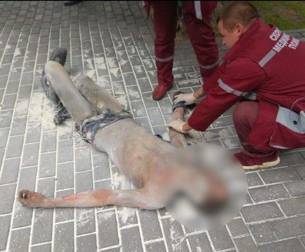 Співробітник РВВС загасив чоловіка з вогнегасника