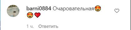Зірка з РФ засвітила пишні груди у відвертому купальнику. Фото